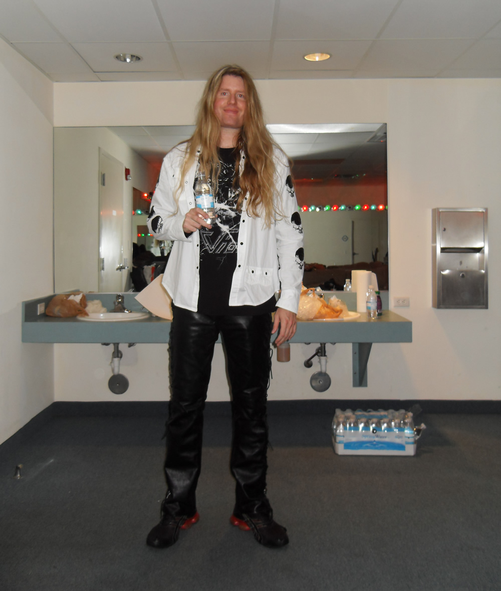 Tom McDyne backstage at a Vio7 concert in Florida
